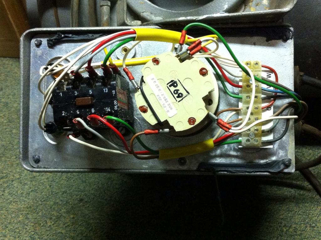 Anschluss 4 Ader/Phase 380V Motor an CEE Stecker anschließen.