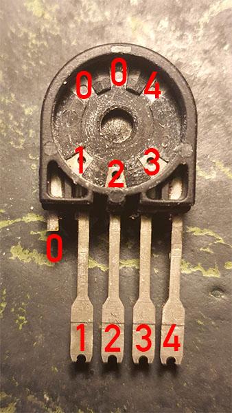 Schalter aus Redline M10-1 - Kontakte innen.jpg